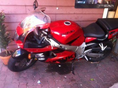 Suzuki GSX-R 600 motorbike (1998)