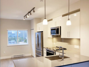 2 rooms available, starting from $725