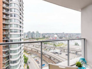 Million dollar Waterfront 2bd apt (dwtn) available April/may