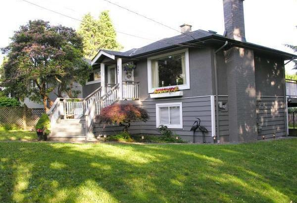 Two bedroom 950ft2 Upper level **Available May 1**Stunning