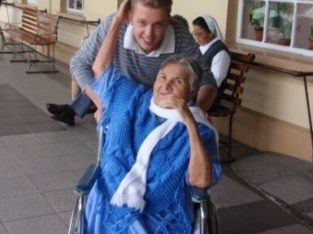 Volunteer in a Home for elderly people in Costa Rica