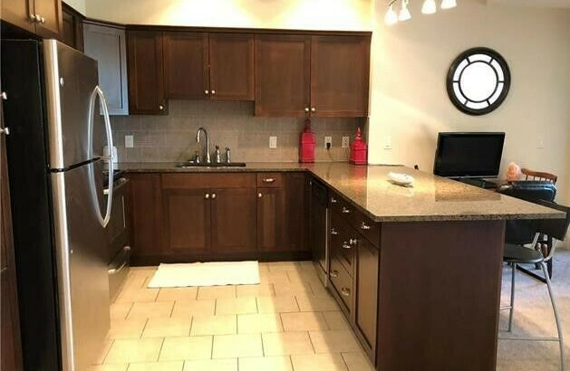 2 Bed Plus Den / 2 Bath Condo w' 2 Underground Parking Stalls