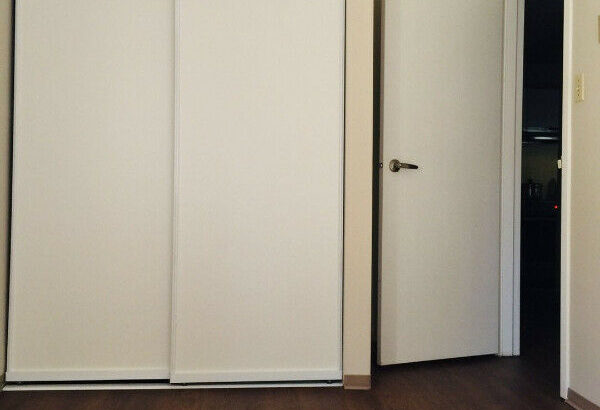 2 BEDROOM + DEN COQUITLAM, RENOVATED UNIT, SAFE AREA, TRANSIT