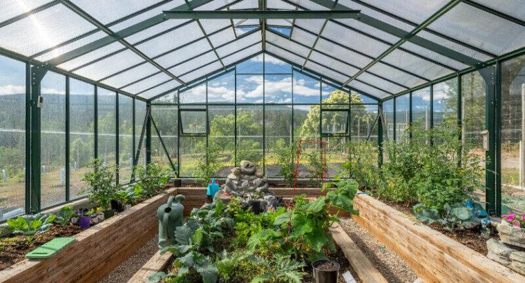 BEAUTIFUL PRIVATE RENOVATED HOME SOUTHEAST KELOWNA