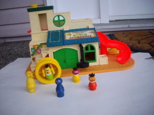 FISHER PRICE 1977-79 CLUBHOUSE WITH TIRE