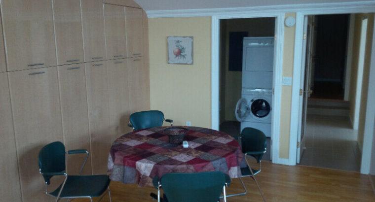 UPPER FLOOR- BRIGHT ROOM FOR FOR RENT
