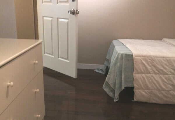 Spacious Room Near Metro town! And Royal Oak Station