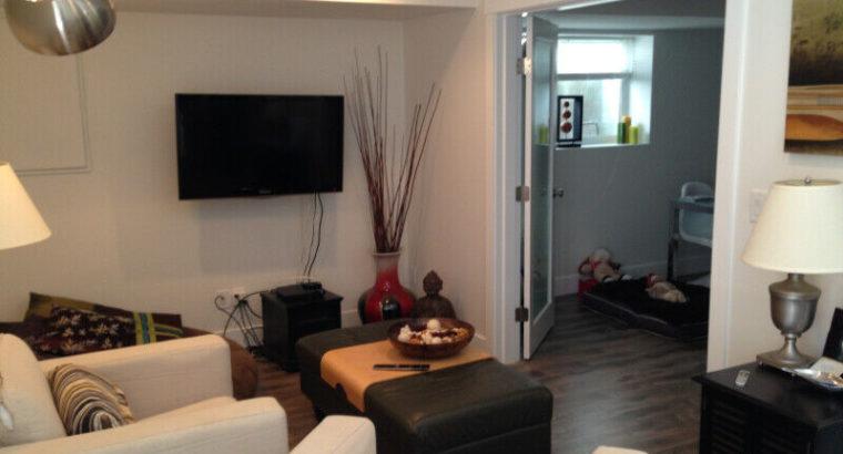 Amazing 1 Bedroom + Den Suite in Ocean Park