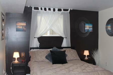 Furnished 1 bed 1 bath w/ Sauna, Home Theatre & Gym