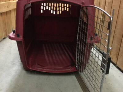 Dog Crate. Good condition. For 35/40 lbs animal for good comfort
