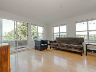403 4181 NORFOLK STREET Burnaby, British Columbia