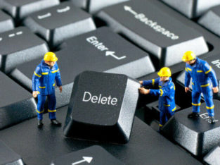 COMPUTER AND CELL PHONE REPAIR SPECIALIST WE FIX THEM