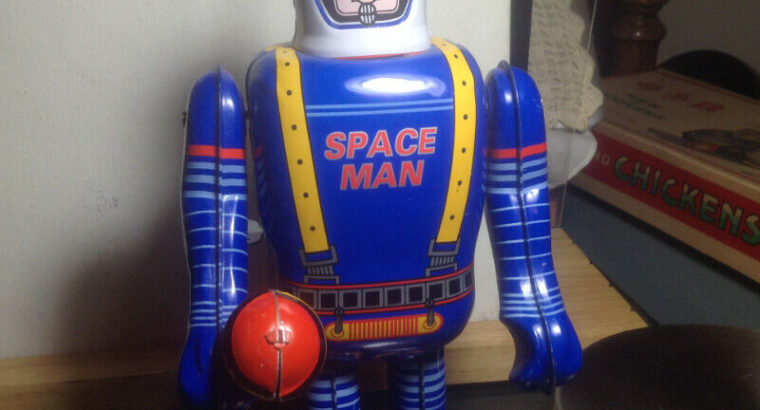 Wind Up Space Man Robot Tin Toy In Works Condition