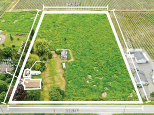 4.94 Acreage With House In Serpentine, Cloverdale (Surrey)