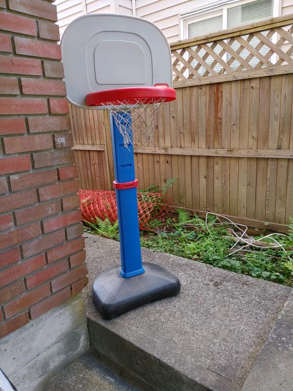 Basket ball hoop adjustable