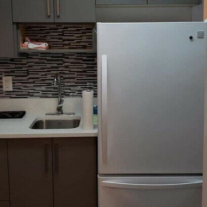 Private room. 5 min walk to 22ndstation. Utilities/wifi included